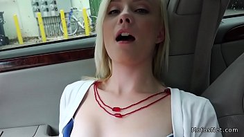 assets car her in busty working hitchhiker Ias mamando verga