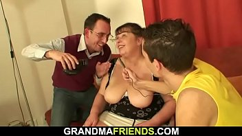 18 tube ape swallow 2 glamorous women and one lucky guy fm14